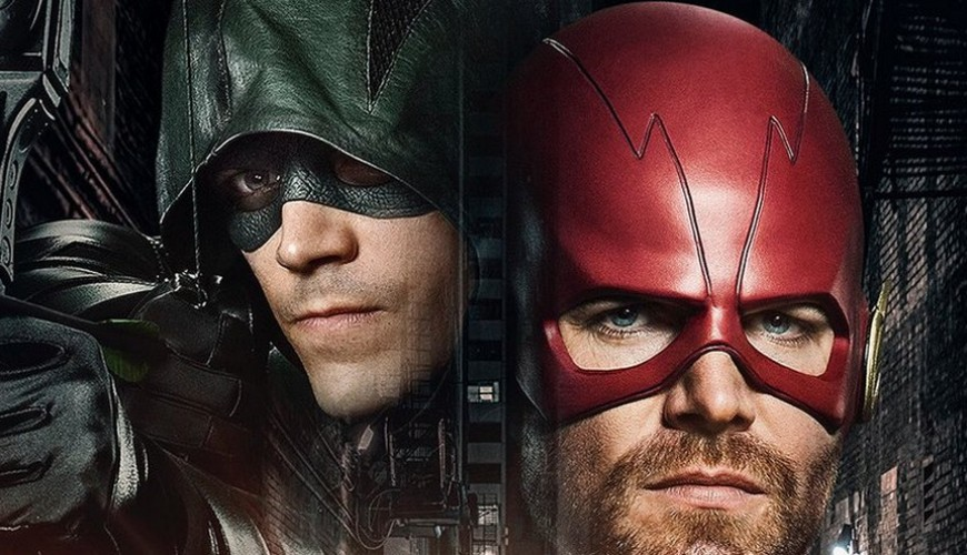 Stephen Amell aparece vestido de Flash ao lado de Supergirl e Superman no set de Elseworlds
