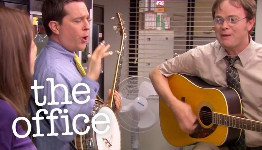 The Office – Rainn Wilson e Ed Helms relembram momento musical da série em live