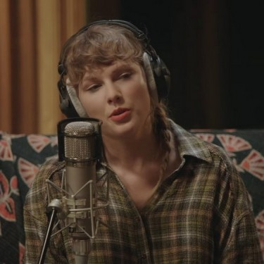 Taylor Swift anuncia especial de seu álbum Foklore no Disney Plus