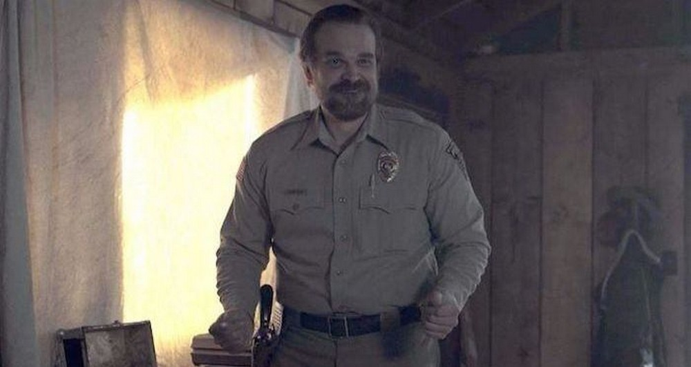 Stranger Things – David Harbour anuncia fim das filmagens dando spoiler fora do contexto