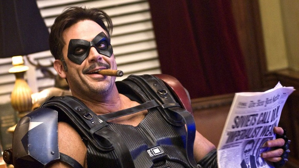 Watchmen – Jeffrey Dean Morgan posta foto com a máscara do Comediante